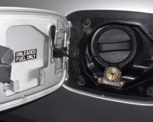Lexus GS 300 na avtoplin (polnilni ventil)